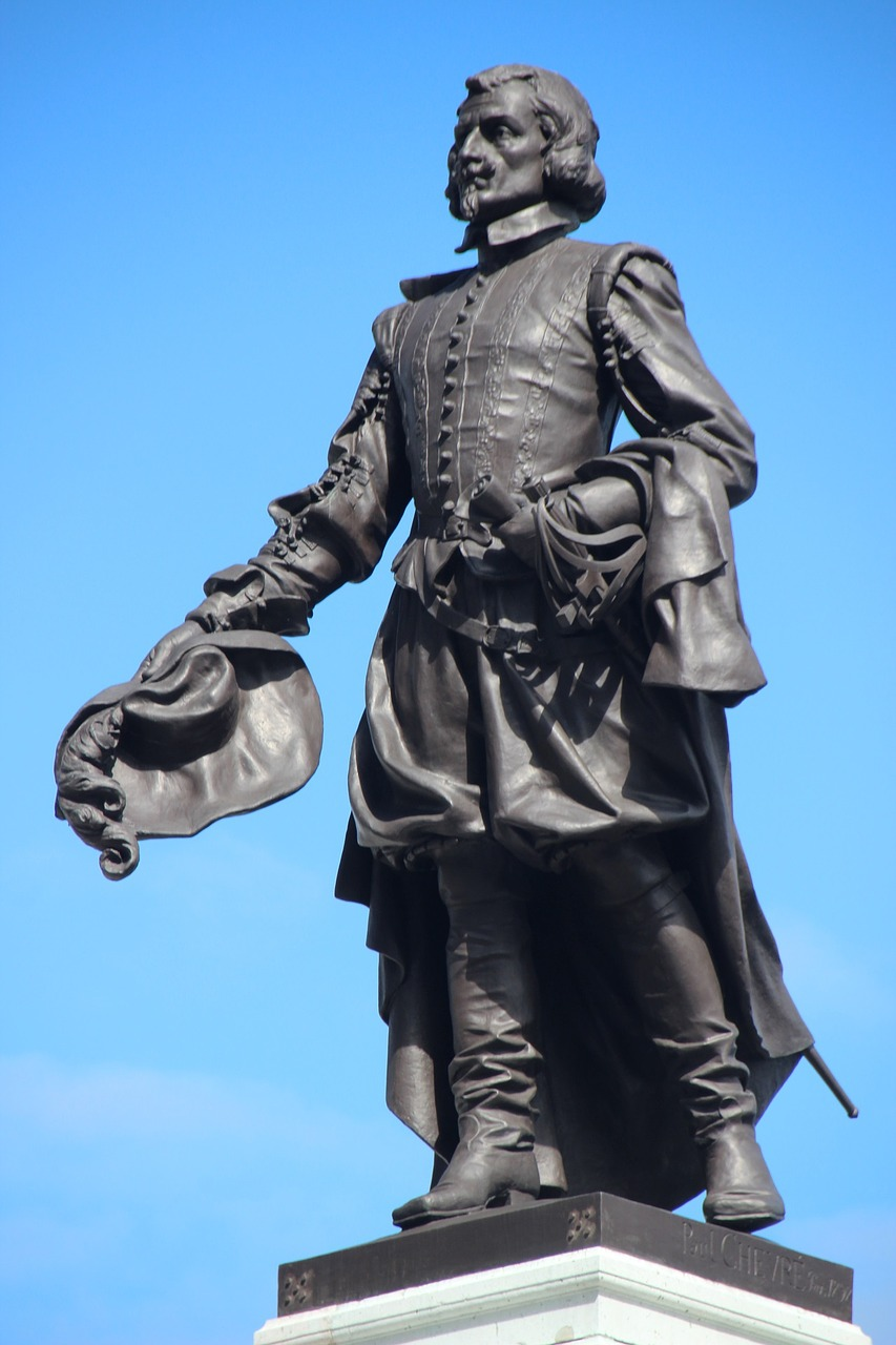 Statue of 17th century man holding a hat